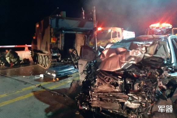 汽車撞上瞭M577裝甲,造成4名平民喪生,美軍在韓國暫停訓練-圖2