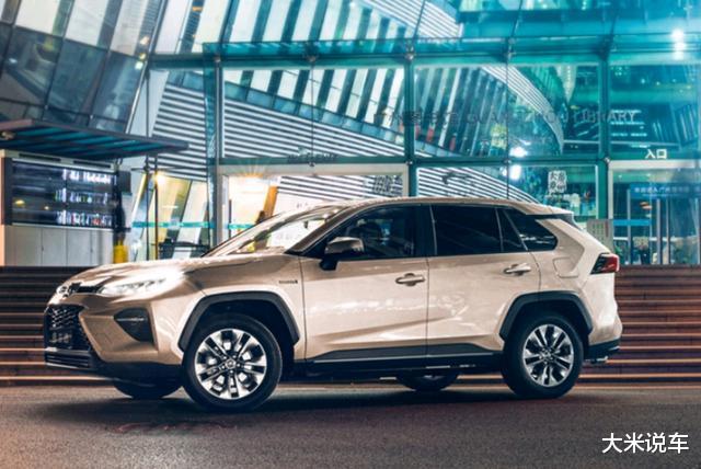 豐田新款平民SUV,四驅還有218馬力,滿油可以跑1200KM-圖10