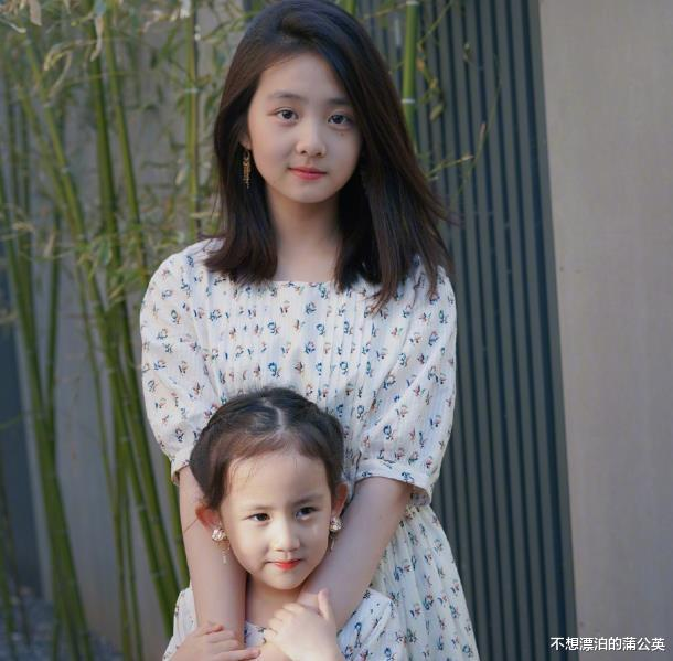黃磊小女兒慶生,14歲多多成焦點,一件毛衣穿兩年,眼神也變瞭-圖7