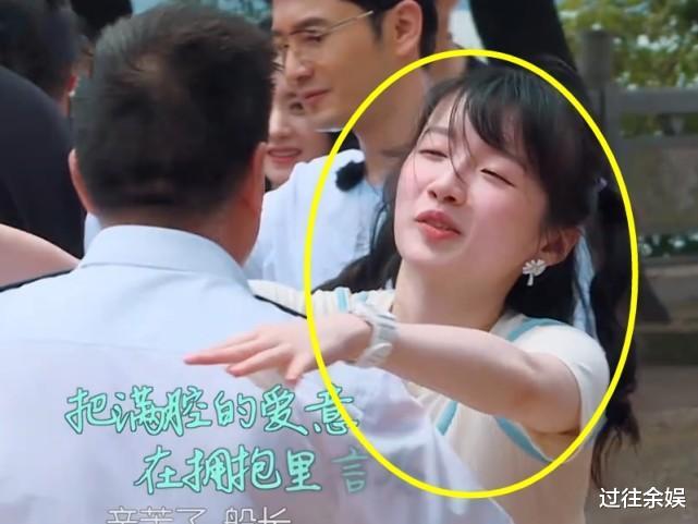 中餐廳:所有人都告別船長,誰註意李浩菲幹什麼?再粉她十年都願意-圖5