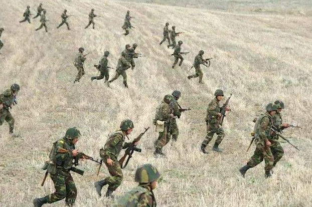 損失上千!亞美尼亞軍隊慘遭圍堵,連續4天未能突出重圍!-圖2