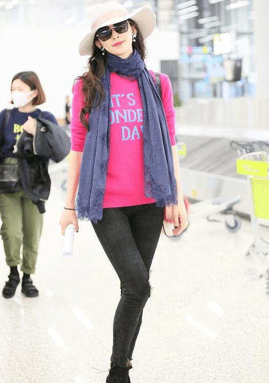 林志玲走機場,穿粉色上衣褲子緊到勒出褶子,但效果卻意外的驚艷-圖8