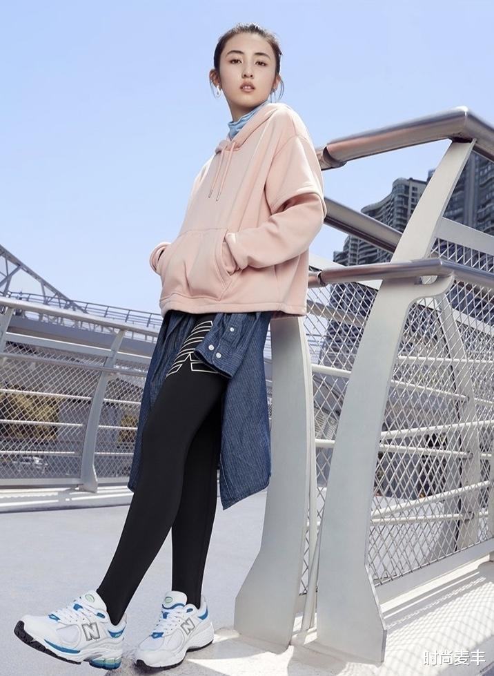 張子楓和孫儷妹妹成同學,代言運動品牌,白色羽絨衣秀冬季時尚-圖4