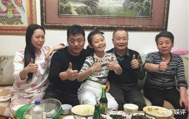 陪宋曉峰住10年地下室,不離不棄,爆紅後為妻子買500平米別墅-圖9