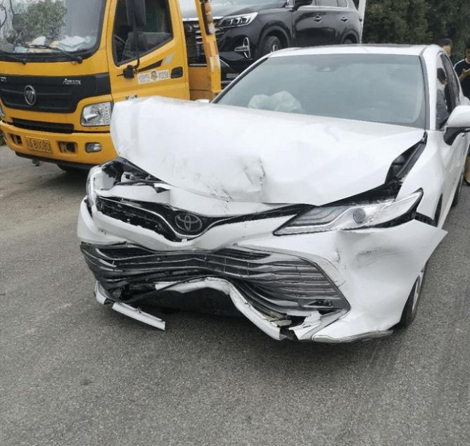 凱美瑞撞上傳祺GS4,兩車車損一對比,你敢相信嗎?-圖3