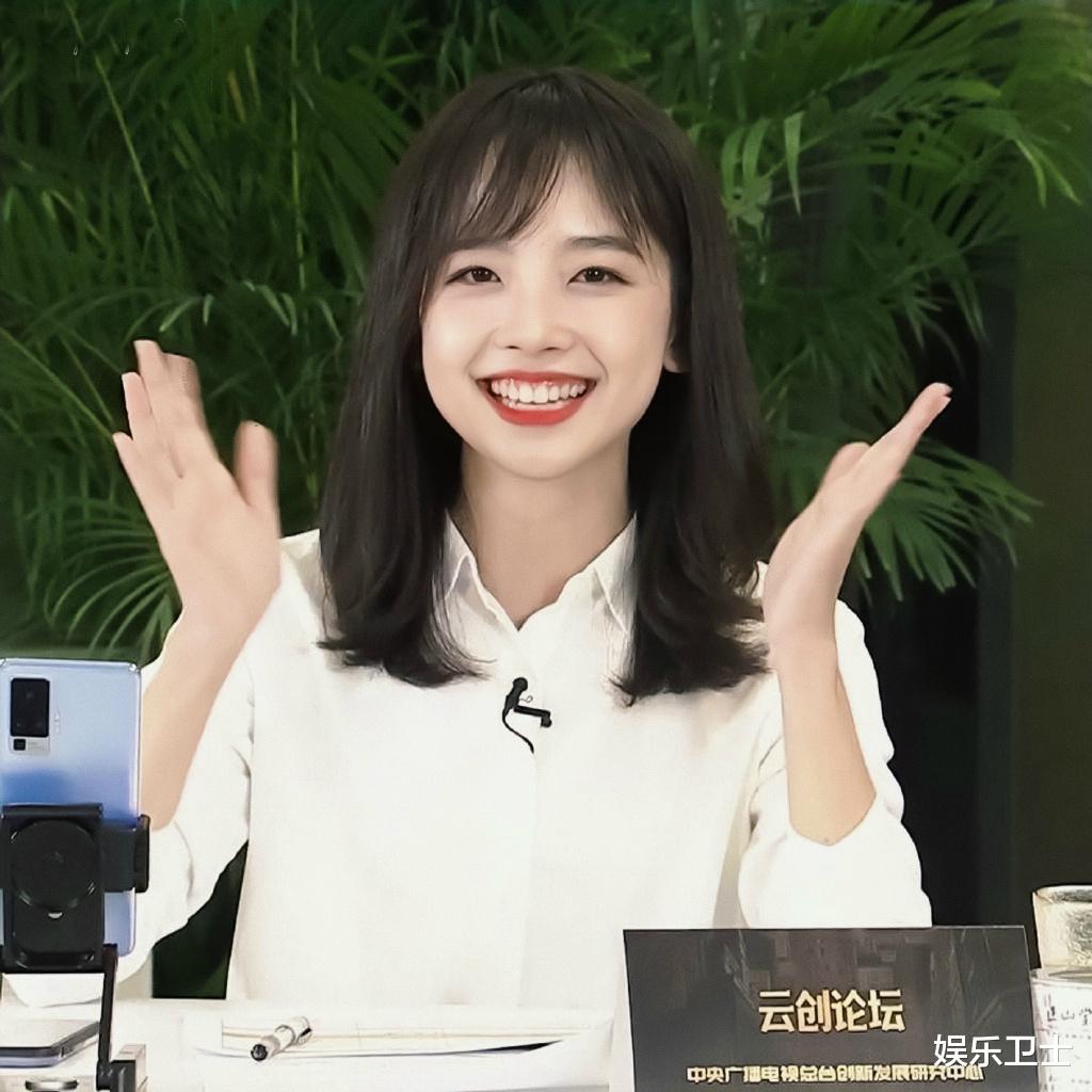 央視記者王冰冰直播造型甜爆,坐姿顯露超A身材,抽獎後網友網名令她大笑-圖4