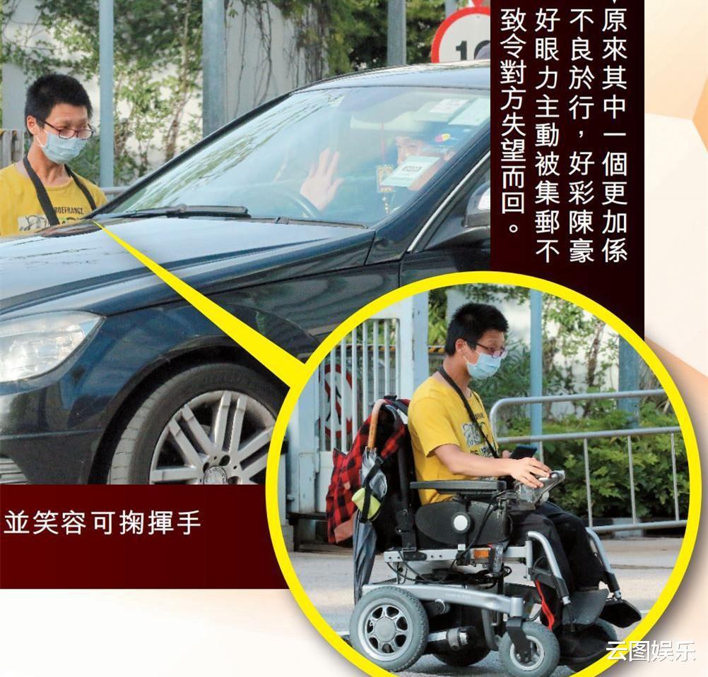49歲視帝遇殘疾人求合影,主動讓對方上車拍照,態度友善毫無架子-圖5