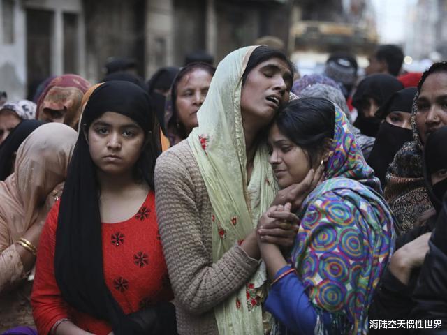 印度抗議示威升級,疫情爆發局勢失控,印度群眾竟要求特朗普下臺-圖4