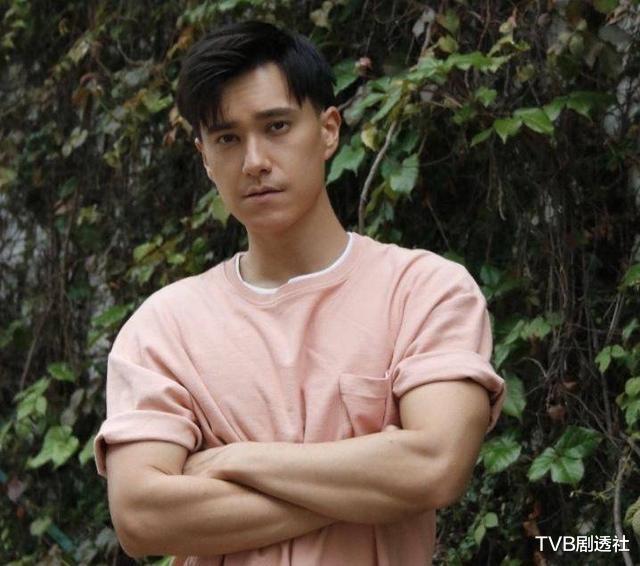 TVB帥氣型男苦熬十年終上位,手握三部劇集,成公司男演員之最-圖8