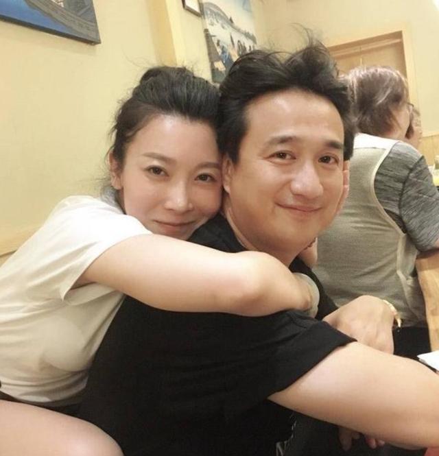 北電97級重聚,知名女演員和黃磊舊照被扒,疑出軌再遭網友熱議-圖5