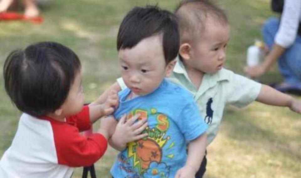 成人娱乐中心_幼儿园园长直言: 3种类型的孩子在幼儿园容易受欺负,父母要留心