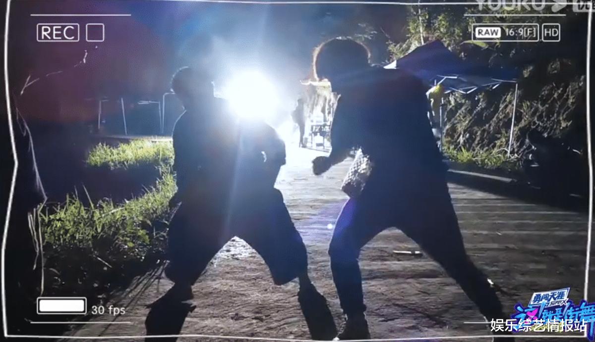 《街舞3》黃渤街舞出場大秀幕後練習視頻曝光 頂級編舞師Eleven全程陪伴練習-圖5