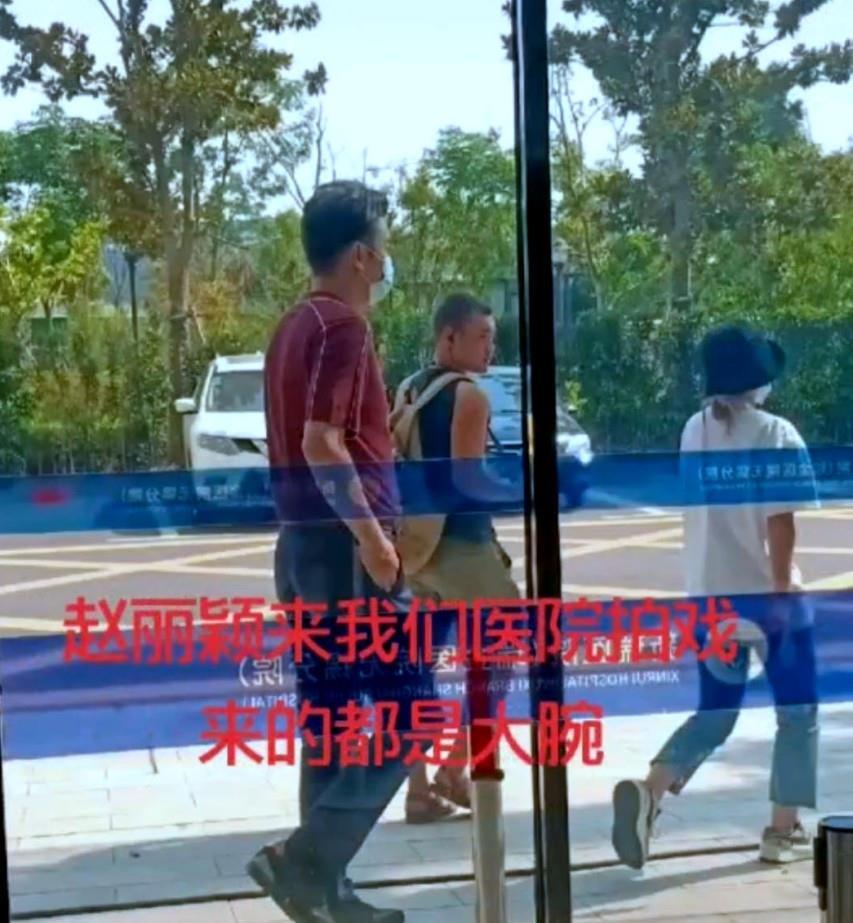 趙麗穎新劇路透曝光,與雷佳音一前一後,最萌身高差笑翻網友!-圖6