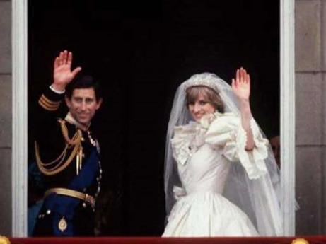 查爾斯兩次婚禮的表情對比:戴安娜是任務,卡米拉是真愛-圖3