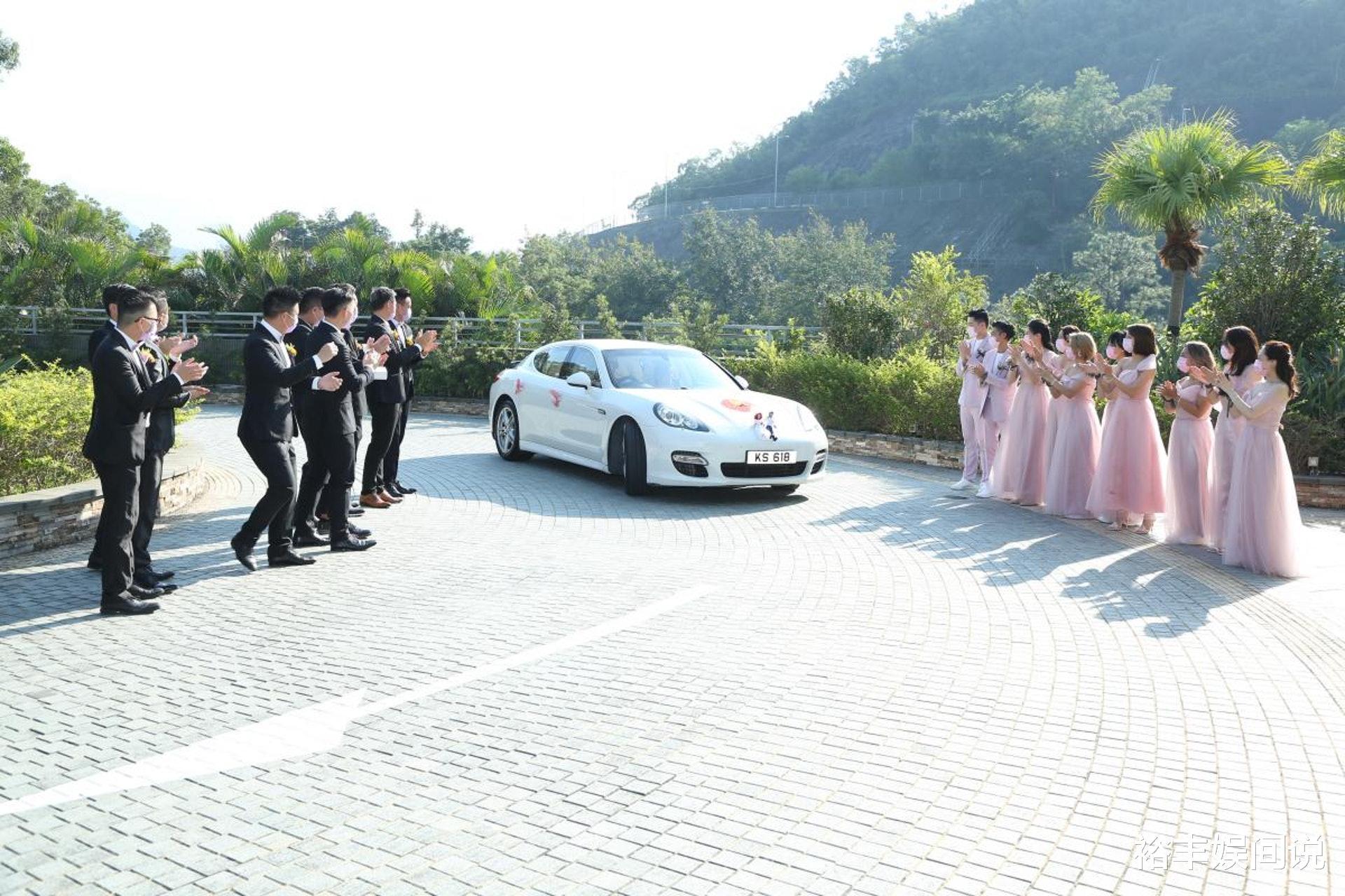 恭喜!TVB小花何雁詩今日出嫁,戴三對大龍鳳鐲,頸掛一隻大金豬-圖2