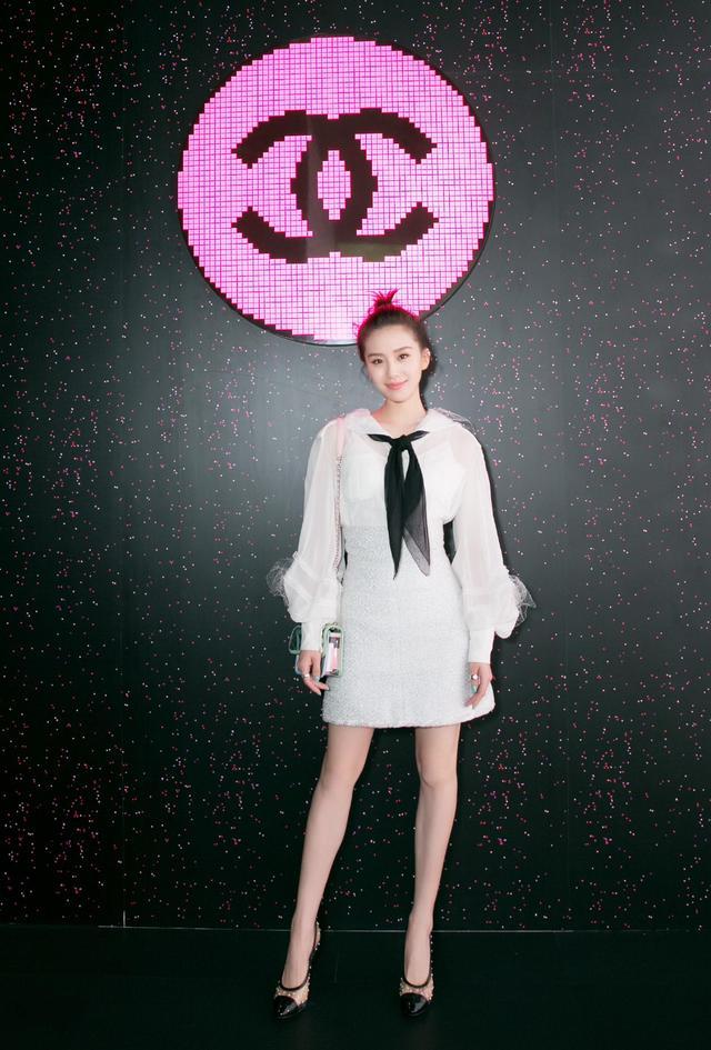 劉詩詩越來越美瞭,身穿一襲粉色長裙,風格優雅似少女-圖9