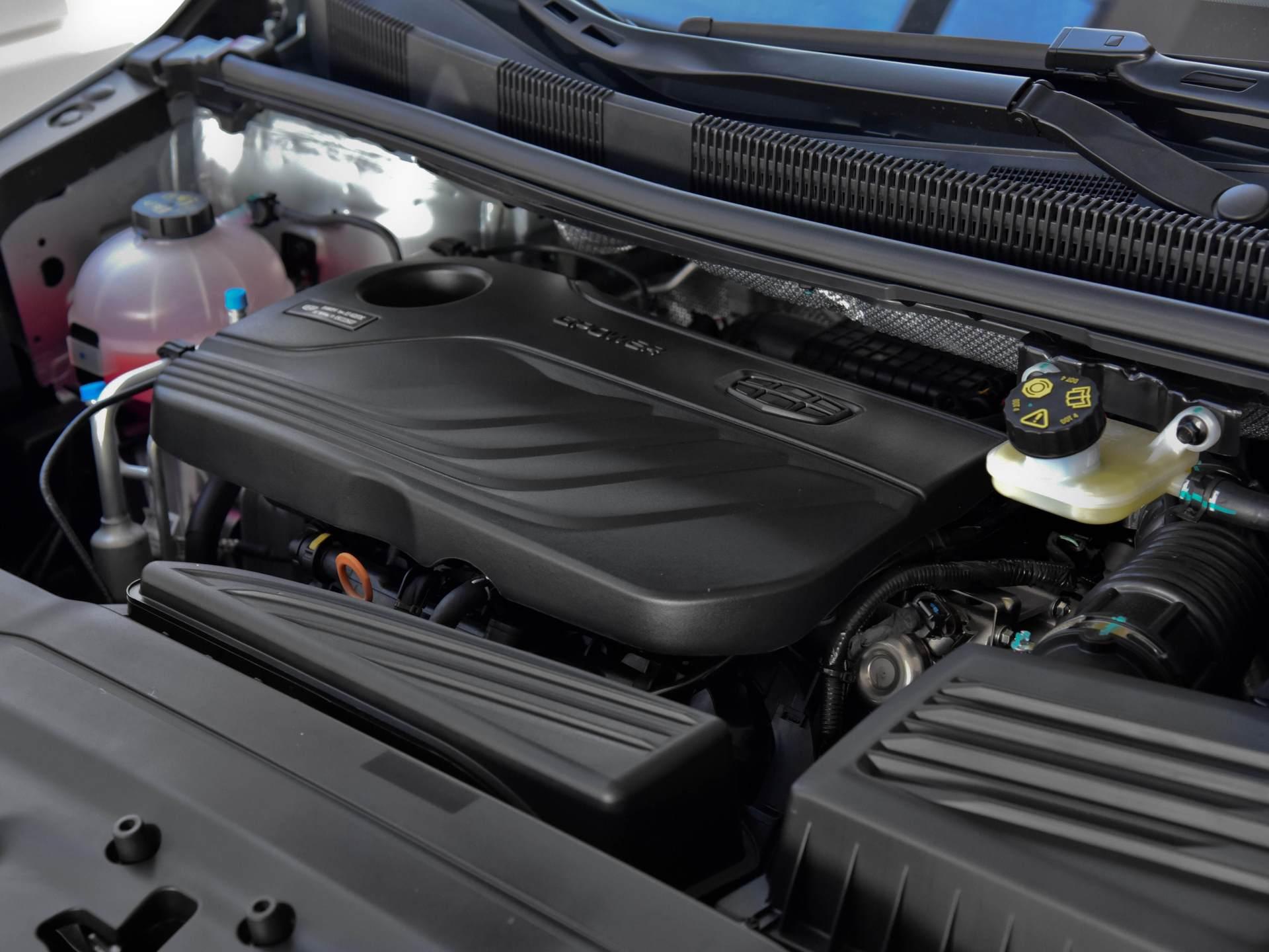 吉利造出成功MPV,頂配15萬配1.8T,軸距2805mm,四輪獨懸舒適佳-圖7