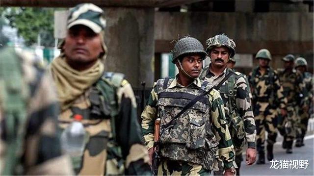 大批武裝分子凌晨越境,向印軍士兵直接開槍,多人死傷一片慘烈-圖3