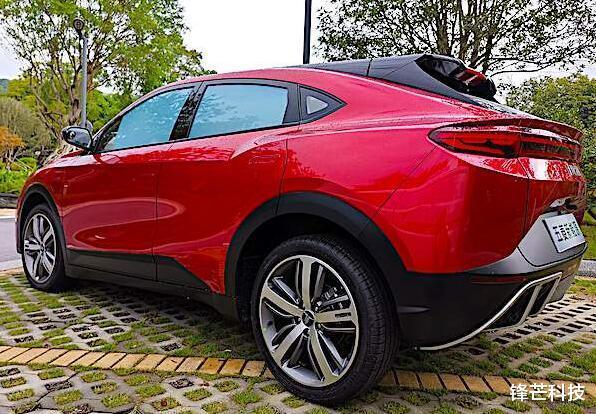 中國五菱推出轎跑SUV,外形設計帥氣,網友贊嘆為國產汽車爭光-圖4