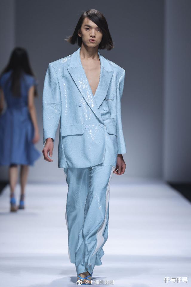 范冰冰高調出席上海時裝周,貝雷帽戴成浴帽,It Girl實至名歸-圖3