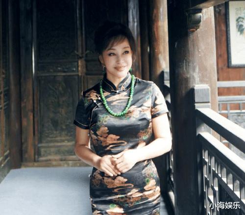 繼《隋唐》後,65歲劉曉慶再演少女,旗袍裝老態盡顯被網友吐槽-圖5