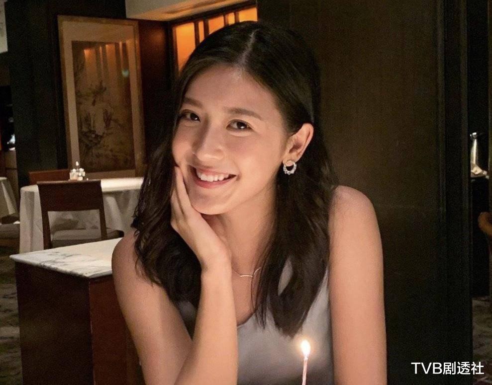 27歲香港著名女星被曝未婚先孕,並將趕在下月登記結婚-圖8