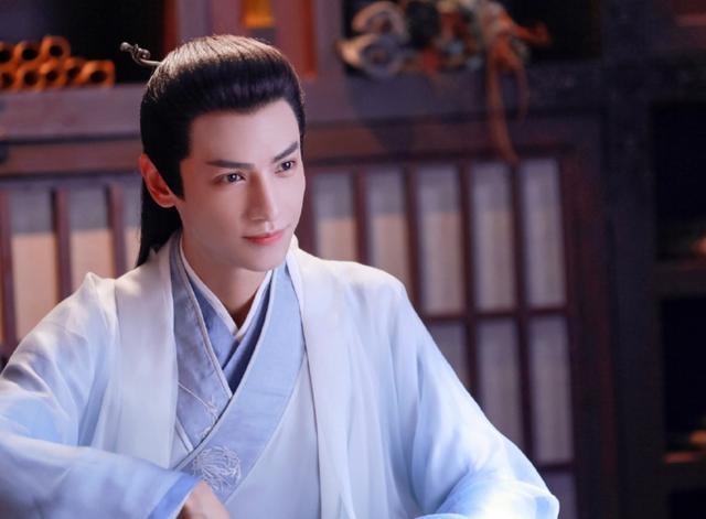 羅雲熙和楊洋新劇穿校服,一個32歲,一個29歲,誰更有少年感-圖2