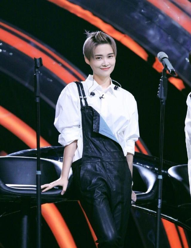 李宇春造型遭質疑,網友留言「身為一個媽媽,求你別這樣」