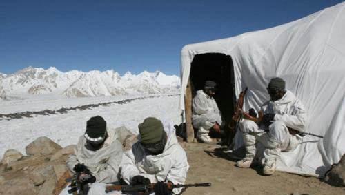 莫迪牛皮被戳穿,邊境物資僅夠一個月,士兵抱怨:將被凍死或餓死-圖2