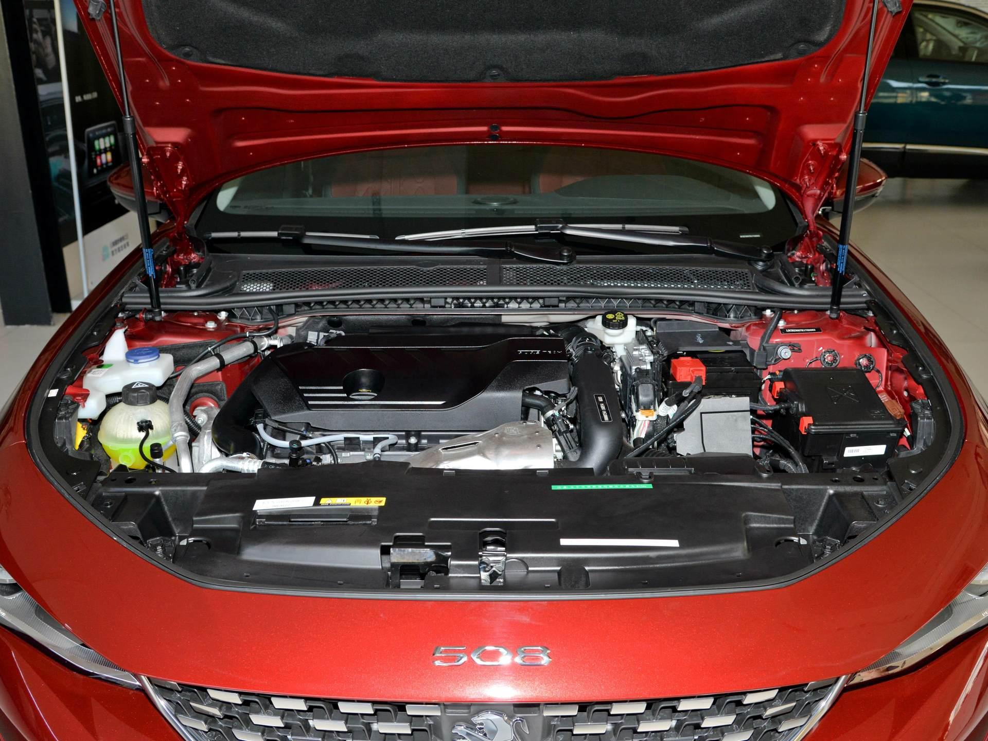 雅閣邁騰不算啥,這臺B級車軸距2848mm,1.8T+8AT價格16萬-圖5