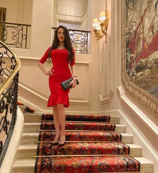 26歲名媛安娜裸死酒店,衣服被撕落一旁,生前被富商爭相寵愛-圖5