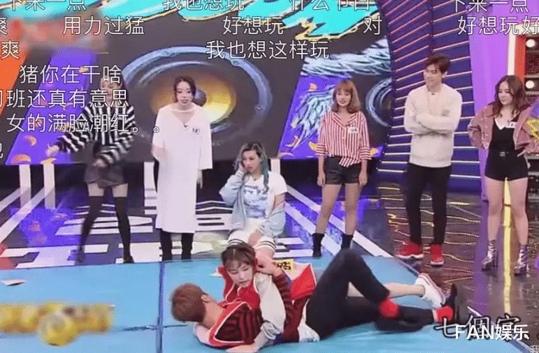 羅志祥綜藝視頻曝光,抱著女嘉賓地上滾來滾去,太會享受瞭!-圖4