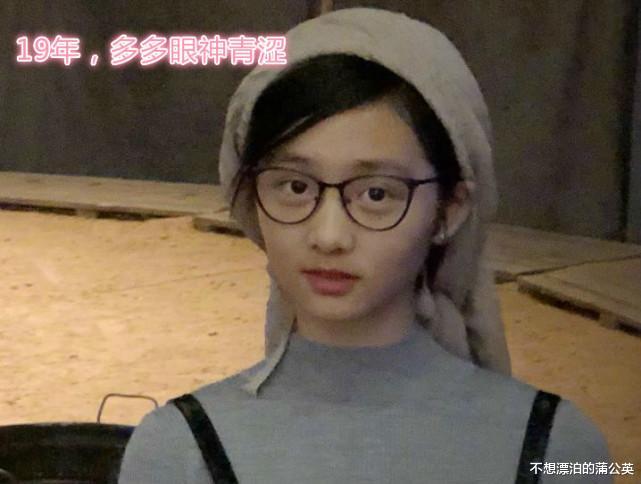 黃磊小女兒慶生,14歲多多成焦點,一件毛衣穿兩年,眼神也變瞭-圖5