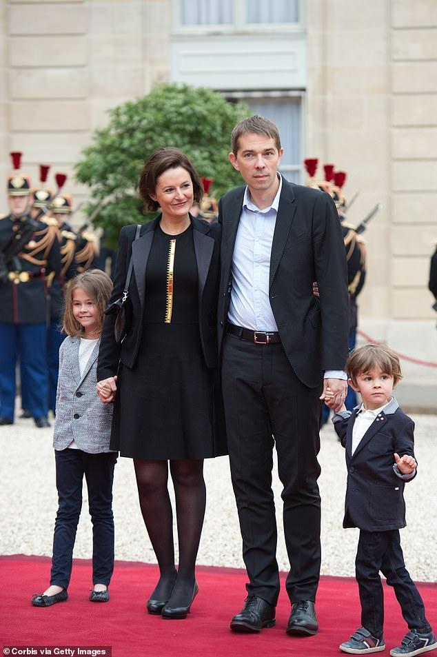 佈麗吉特兒媳婦氣質贊!穿黑裙超美,45歲兒子比繼父馬克龍都大-圖4