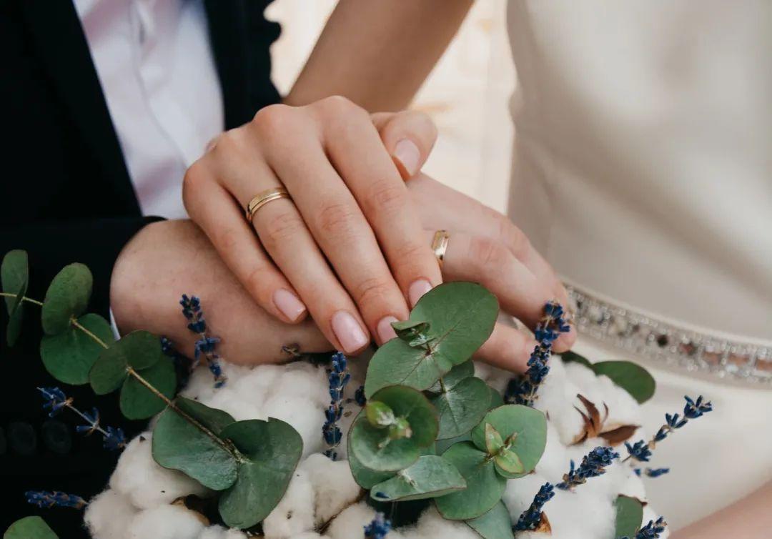 新婚當天 改口錢從一萬變成一百 新娘:不嫁瞭!-圖3