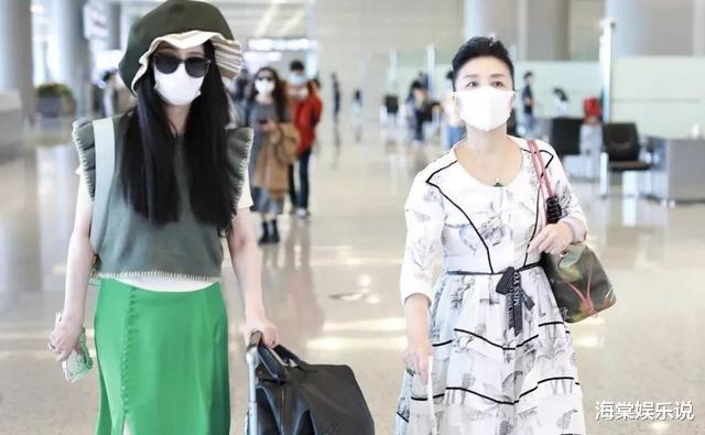 范冰冰10月11日和母親走虹橋機場,瘦一大圈穿著清涼像過夏天-圖4