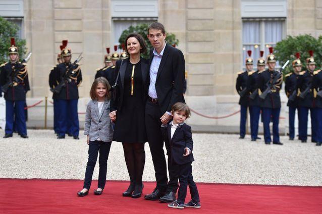 佈麗吉特兒媳婦氣質贊!穿黑裙超美,45歲兒子比繼父馬克龍都大-圖5