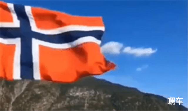 紅旗E-HS9走向國外,外觀媲美勞斯萊斯,國外媒體人都對它測評-圖2