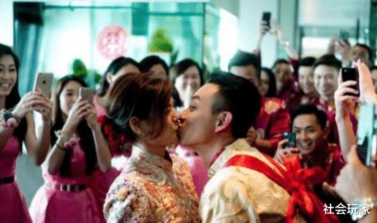 對醜妻不離不棄,半個娛樂圈都來到他的婚禮,真是個真正有德行的好演員-圖3