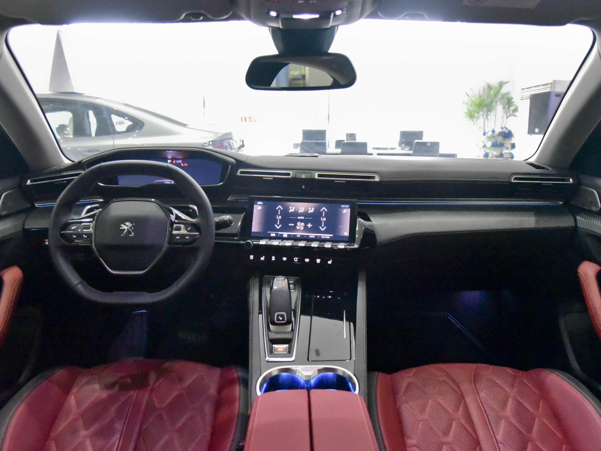 雅閣邁騰不算啥,這臺B級車軸距2848mm,1.8T+8AT價格16萬-圖3