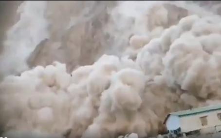 拉達克峽谷傳來巨響,多座山體搖晃巨石滾落,印軍基地被夷為平地-圖2