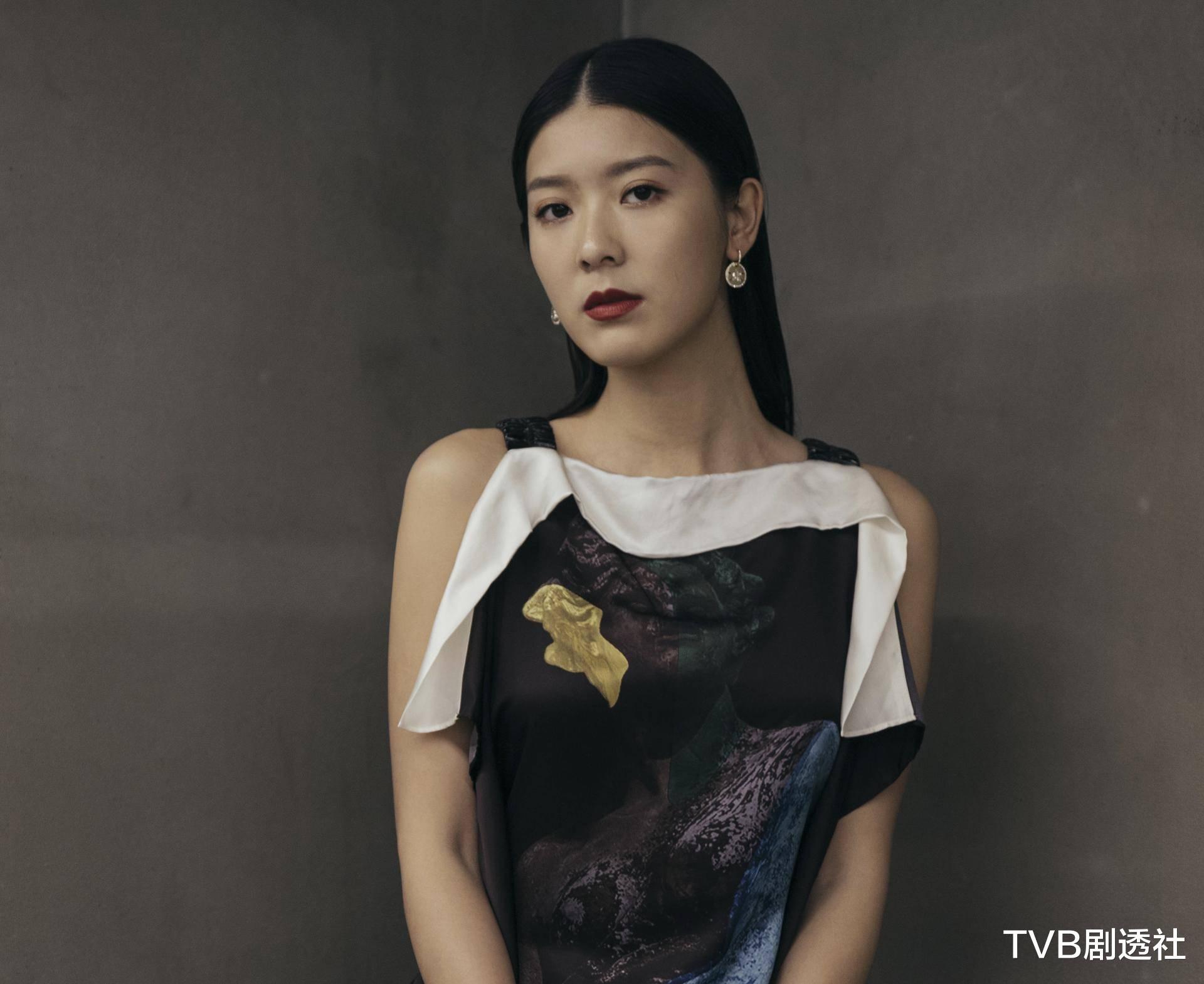 27歲香港著名女星被曝未婚先孕,並將趕在下月登記結婚-圖9
