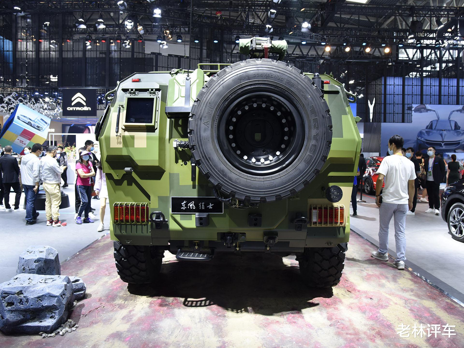 為瞭引起關註,東風直接把一輛4噸的軍用猛士擺上瞭北京車展展臺-圖7