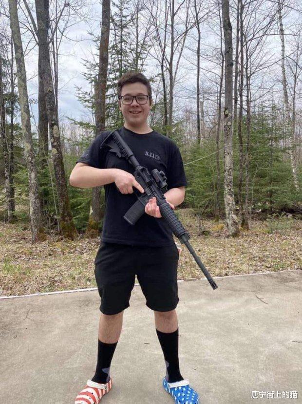 美國17歲少年槍殺兩人,犯一級殺人罪,或面臨無期徒刑-圖3
