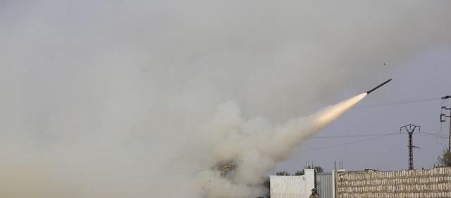 伊德利卜戰況激烈,敘防空部隊擊退空襲後反擊,生擒兩名叛軍頭目-圖2