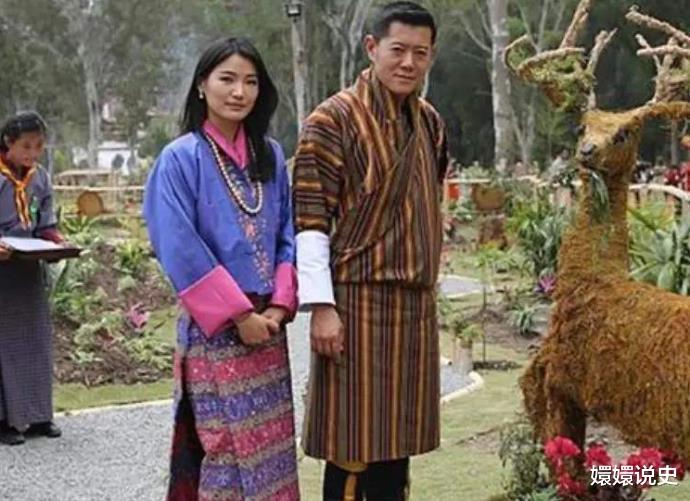 不丹也有跪拜制度!21歲佩瑪大婚時跪丈夫,姿勢標準不輸蘇提達-圖7