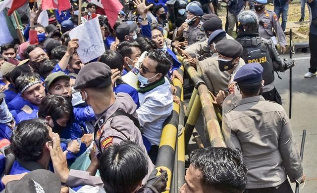 印尼爆發示威遊行,抗議者憤怒控訴:政府和外國聯手竊取我的財富-圖5