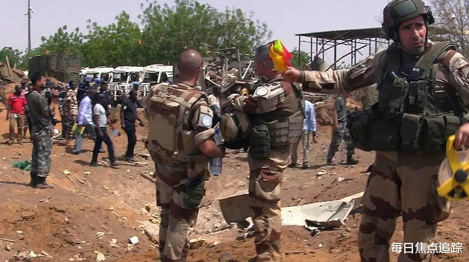 馬裡軍人發動政變,士兵扣押總統等多名政要,中使館發佈緊急提醒-圖4