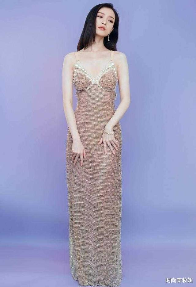倪妮的美讓人移不開眼,穿珍珠魚尾裙優雅迷人,腰臀比太驚艷-圖3