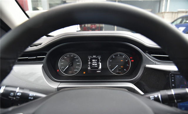 外觀帥氣又動感,發動機很穩定,年輕人買輛艾瑞澤5運動版怎麼樣-圖7